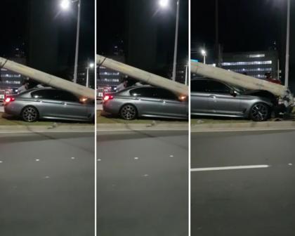 Carro derruba poste após batida na Avenida ACM