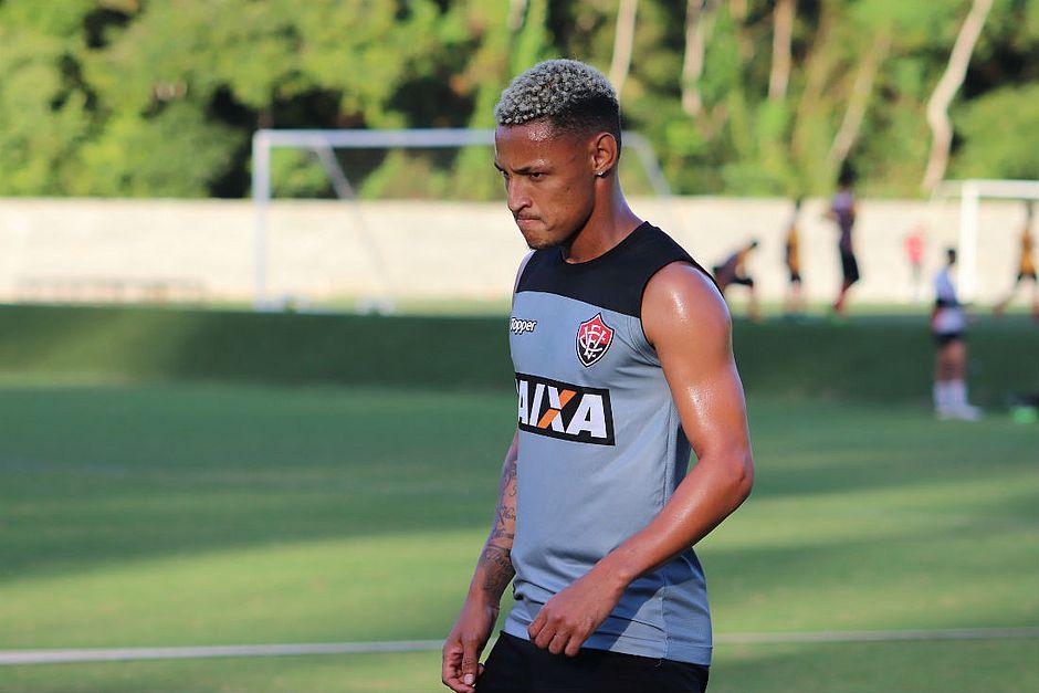 Neilton tentará fazer seu primeiro gol em Ba-Vi (Maurícia da Matta EC  Vitória) 51672df66ebb9