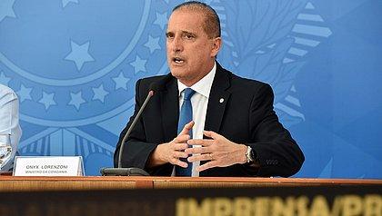 Bolsonaro confirma Onyx na Secretaria-Geral mas nega reforma ministerial