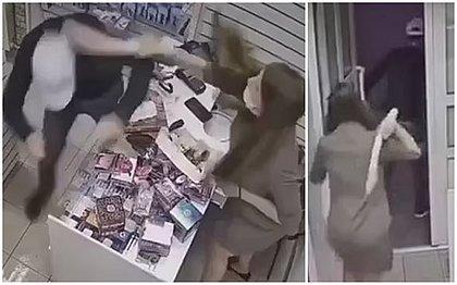 Russa impede assalto usando 'pênis de borracha' de 45 centímetros; vídeo