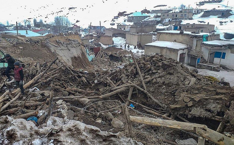 Terremoto atinge Irã e Turquia e mata ao menos oito pessoas