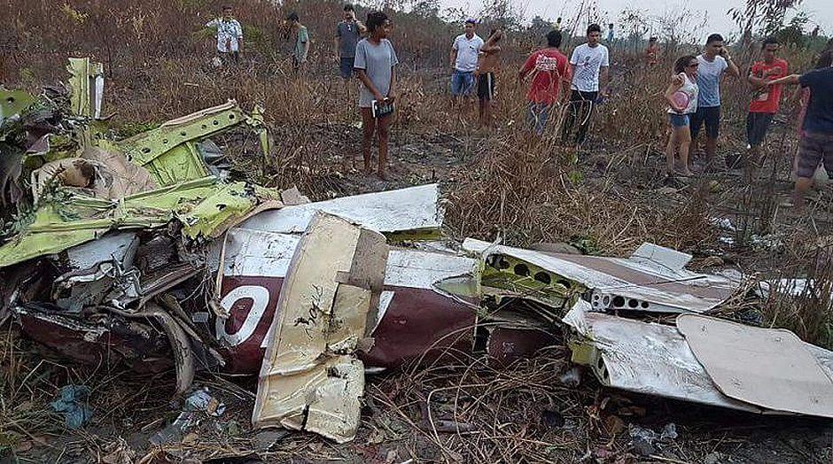 233d9bf1b92a0 Avião cai durante demonstração do Dia do Aviador e mata 5 no Pará - Jornal  CORREIO