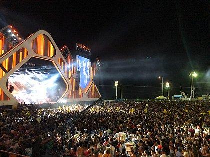 Gusttavo Lima faz coro com fãs e lota Festival Virada Salvador