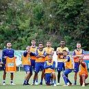 Jogadores do Bahia posam para foto após o rachão