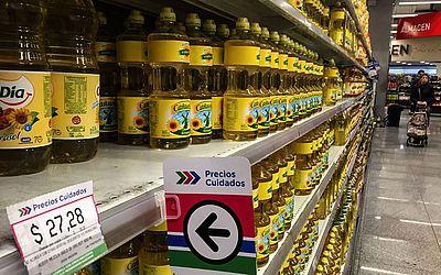"""Produtos começam a ter seus preços controlados pelo projeto """"Precios cuidados"""" do governo argentine, como uma das medidas para conter a inflação."""