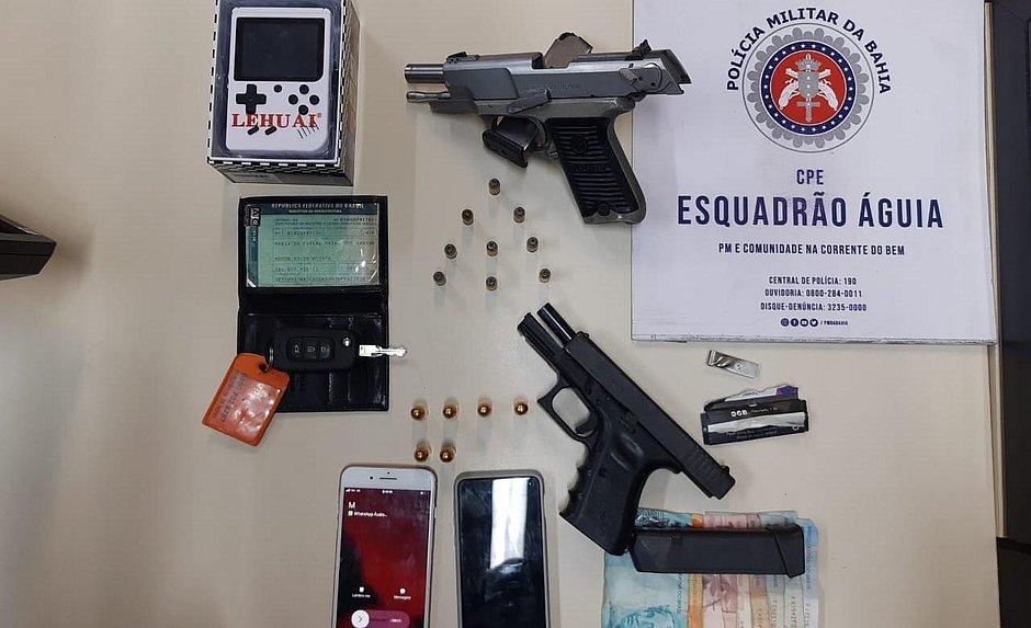 Polícia Militar apreende pistolas estrangeiras com adolescente e adulto em Salvador