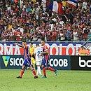 Arthur Caíke comemora com Gregore o gol da vitória tricolor