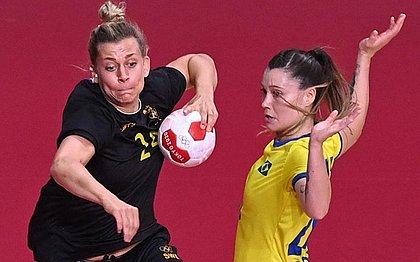 Brasil perde da Suécia no handebol feminino e decide classificação com a França