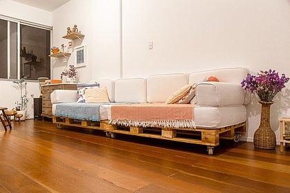 Pela metade do preço: economize na decoração com móveis de pallets
