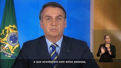 Bolsonaro muda o tom e diz que coronavírus é 'maior desafio da nossa geração'