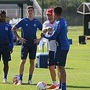 Mano orienta os jogadores durante último treino do Bahia antes de decisão contra o Defensa y Justicia