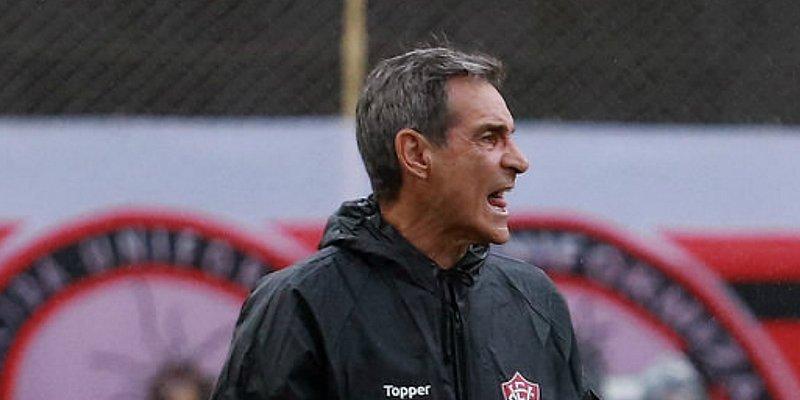 Carpegiani lamenta 'frouxidão', mas elogia agressividade do Leão