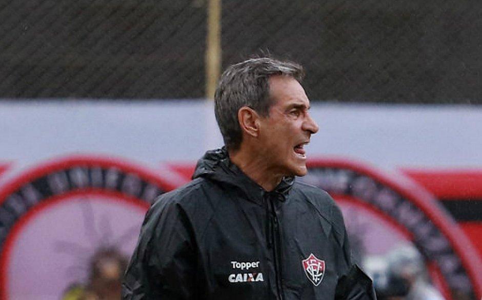 52fc1679a9154 Carpegiani durante jogo contra o Corinthians no Barradão (Maurícia da Matta    EC Vitória)