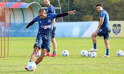 Nino volta ao time do Bahia após cumprir pena de sete jogos de suspensão