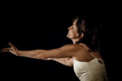 A bailaria Dina Tourinho está há 30 anos no Ballet do TCA e cresceu aplicando técnicas de alongamento