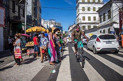 Av. Joana Angélica é reordenada e ambulantes ganham espaço fora dos passeios