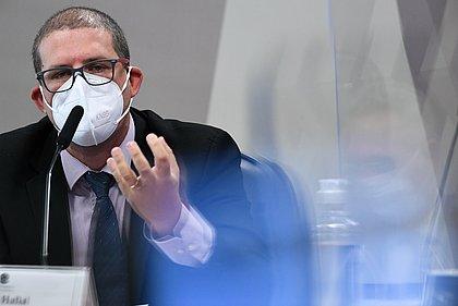 CPI: Brasil poderia ter evitado até 400 mil mortes por covid-19, diz pesquisador