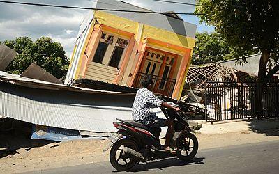 Vila de Sira no norte Lombok, na província de West Nusa Tenggara, dois dias depois que a área foi atingida por um terremoto que matou 98 pessoas e destruiu milhares de prédios.