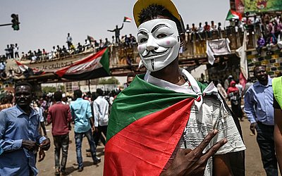 Sudaneses comemoram na capital, Khartoum.