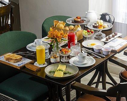 Bufê de café da manhã do Fera leva a assinatura dos chefs Fabricio Lemos e Lisiane Arouca