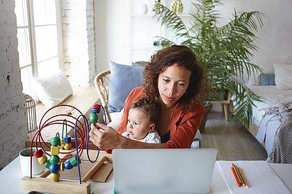Como conciliar trabalho em casa com a atenção que as crianças precisam