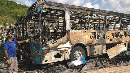 Na garagem, 61 ônibus foram completamente destruídos pelo fogo