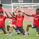 Raul Prata (ao centro) em treino do Vitória