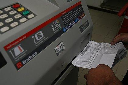 Boletos acima de R$ 400 já podem ser pagos em qualquer banco após vencimento