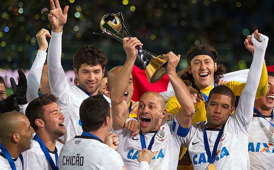 Corinthians segue como último brasileiro a levantar a taça do Mundial - título foi em 2012