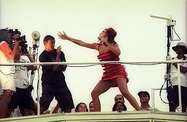 Tentando 'acertar' Popó no Carnaval 2001