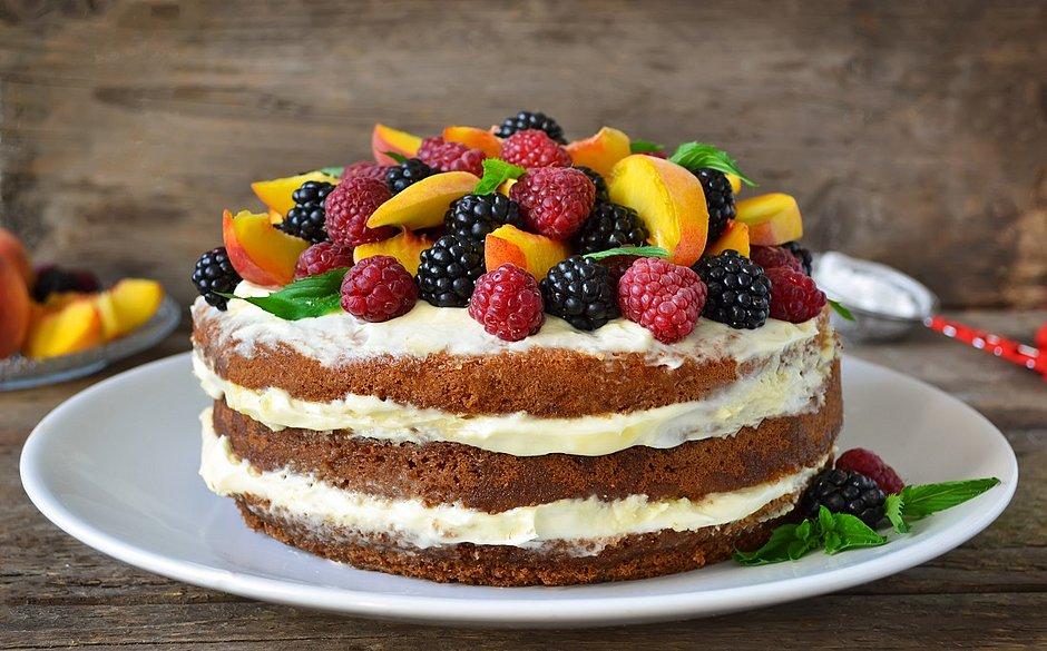Mini Naked Cake de Coco com Creme de Framboesa - Bolo