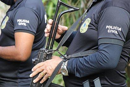 Mulher é presa em cemitério na Bahia durante enterro do pai