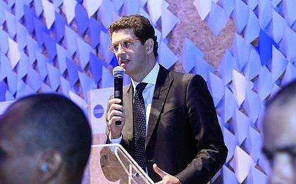 Alvo de investigação, ministro Ricardo Salles pede pra sair
