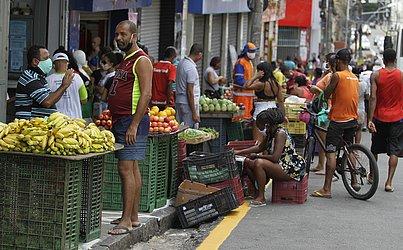 O fluxo de pessoas voltou a crescer na Avenida Joana Angélica após término das medidas restritivas.