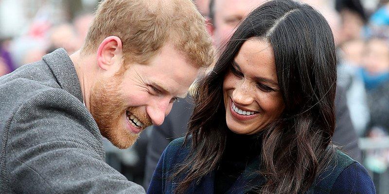 Emocionada, jovem vai às lágrimas após ganhar abraço do príncipe Harry