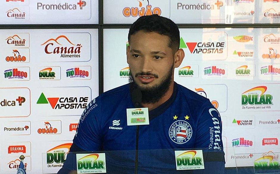 Arthur Caíke é uma das opções de Roger para substituir Artur na partida contra o Vasco, no Rio de Janeiro