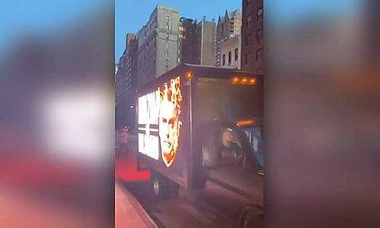 Caminhão com mensagens anti-Bolsonaro circulou pela cidade