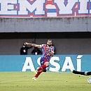 Gilberto marca o terceiro gol do Bahia na goleada por 4x0 contra o CRB, em Pituaçu
