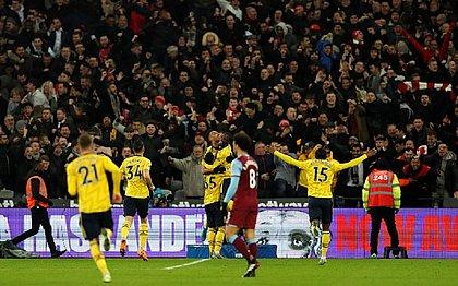 Com virada relâmpago, Arsenal bate West Ham e encerra jejum