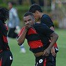 Nadson em comemoração de um gol pelo Vitória contra o Itabuna em 2009