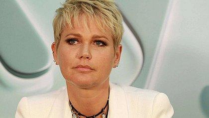 Xuxa revela que se decepcionou com prótese de silicone: 'Colocou mais que devia'