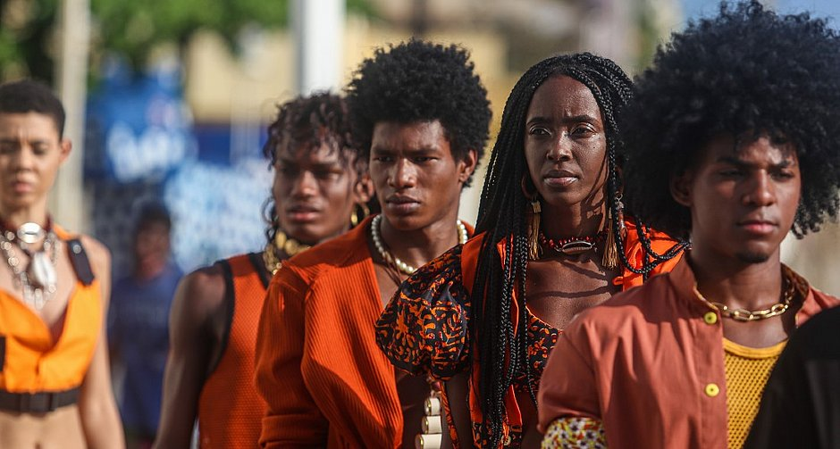 O dendê serviu como inspiração para o Afro Fashion  Day
