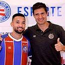 Ao lado do diretor de futebol Diego Cerri, Clayson foi apresentado oficialmente pelo Bahia