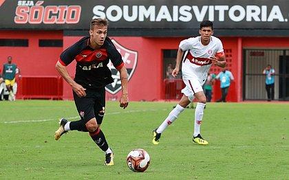 Jhemerson vai assinar com o Paraná por dois anos, segundo seu empresário Jonatas Santoro