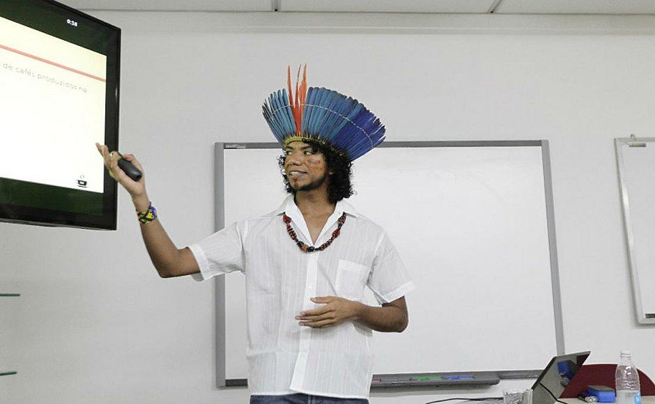 Hemerson Pataxó foi o primeiro estudante indígena a tornar-se mestre em um curso de Exatas pela Ufba