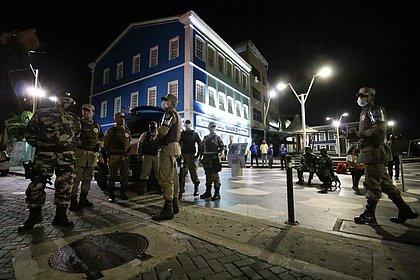 Primeira noite do toque de recolher tem cinco pessoas conduzidas pela polícia em Salvador