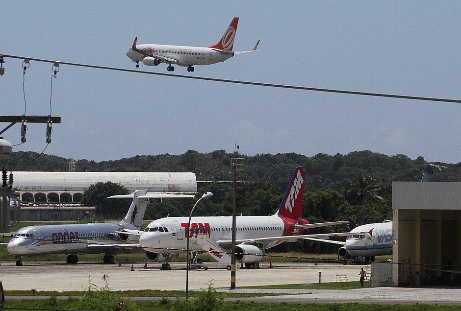 Mercado vê espaço para queda de preço de passagem aérea e prevê alta na demanda