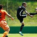 Wesley foi regularizado pelo Vitória nesta quinta-feira (11)