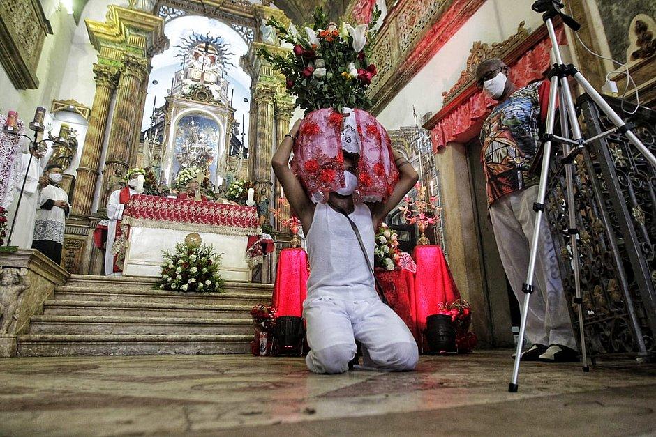 Homenagens aconteceram dentro e fora da igreja