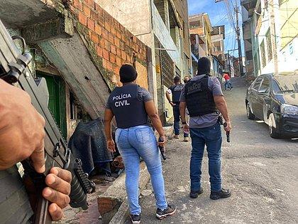 Polícia Civil realiza operação em Pernambués após atentado